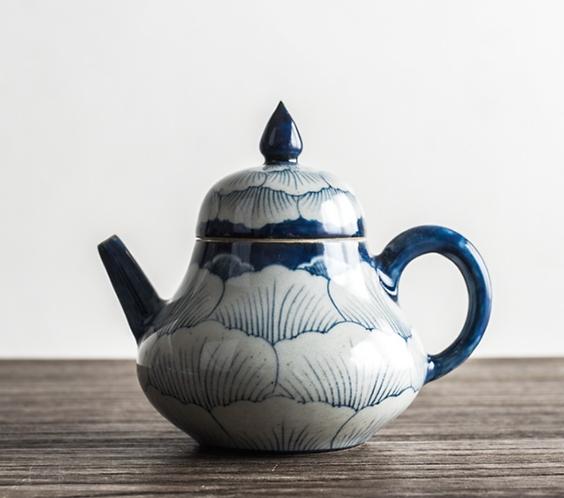 Qinghua Peony Sea Teapot