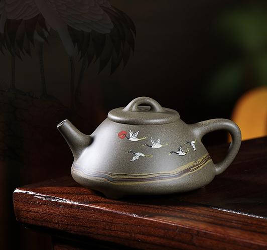Yixing Zisha Aged Fault Clay Crane Over Dessert Teapot (280ml)