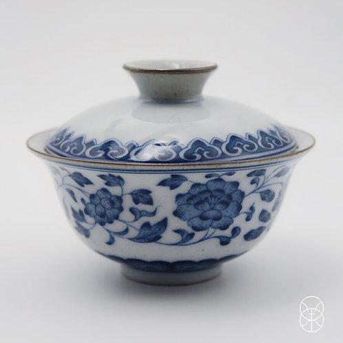 Hand Painted Magnolia Qinghua Gaiwan (130 ml)