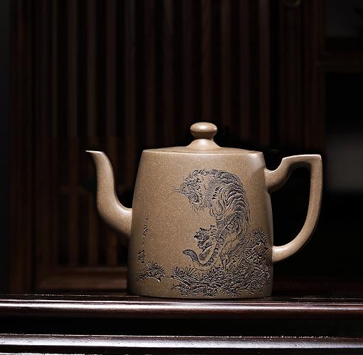 Yixing Zisha Celestial Clay Last Roaring Tiger Teapot (390 ml)