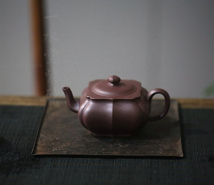 Yixing Zisha Aged Purple Clay Square  Linghua Teapot (260ml)