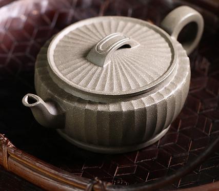 Yixing Zisha Qinghui Fault Clay Bian Hanwa Teapot (240 ml)