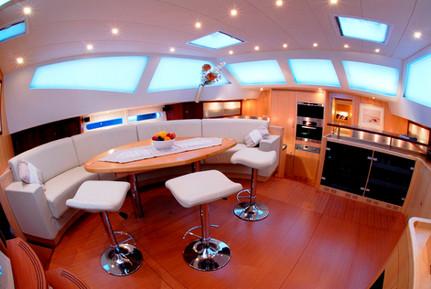 yacht1.jpg