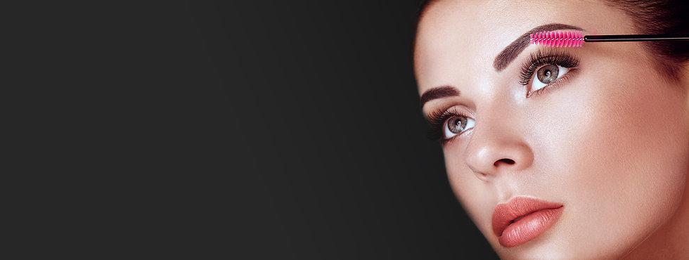 beautiful-woman-with-long-false-eyelashe