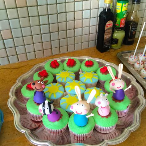 peppa cupcakes.jpg