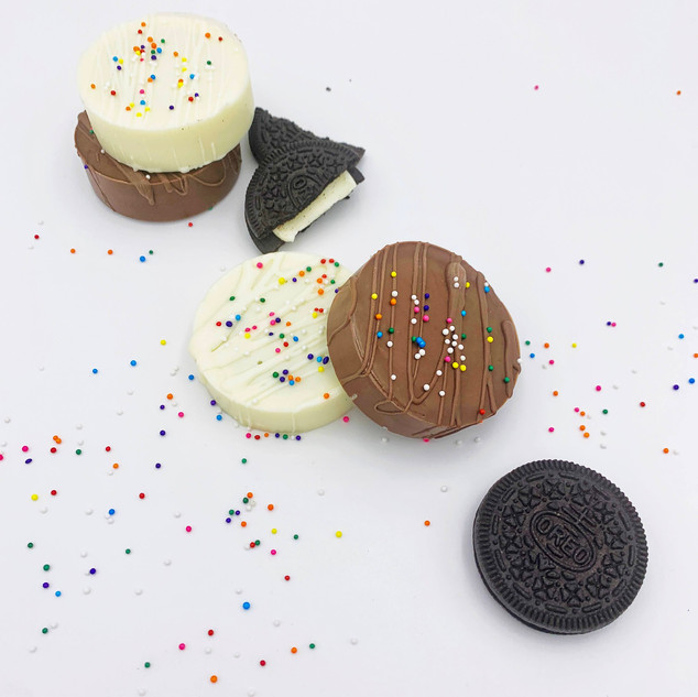 CHOCOLATE DIPPED OREOS.JPG