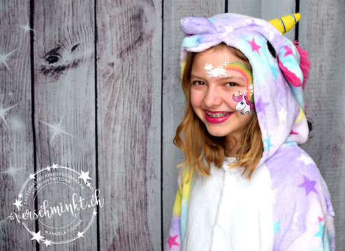 Baby Einhorn schminken Regenbogen Eyedesign Kinderschminken