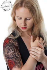 Airbrush Tattoo Sugar Skull mit Rosen rot