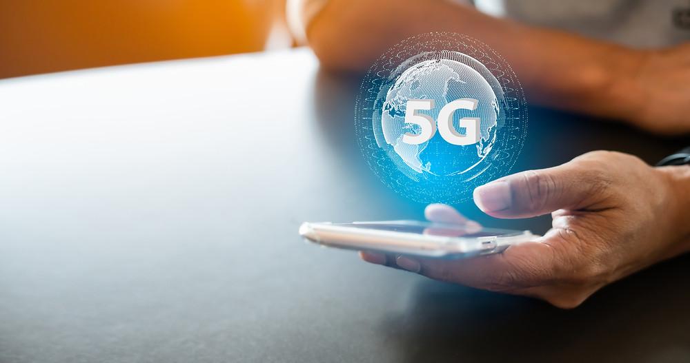 foto de celular conectado a tecnologia do 5G