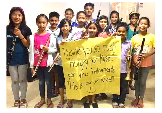 HFM Mestizo students with sign of thanks