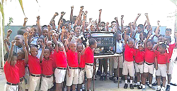 EFE_FEPE students celebrate arrival of f
