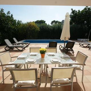 Pool-bed-dining.jpg
