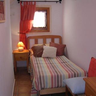single bedroom 2.jpg