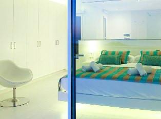 alquiler-villa-sonbou-habitacion-ventana