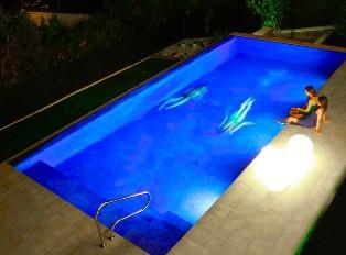 alquiler-villa-menorca-piscina-de-noche.
