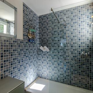 bathblue2.jpg