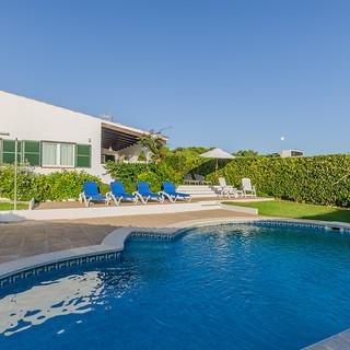 pool house beds left.jpg