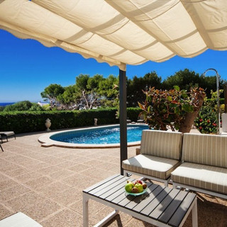 pool seating.jpg