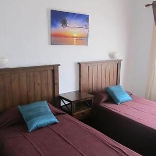 twin bedroom 5.JPG