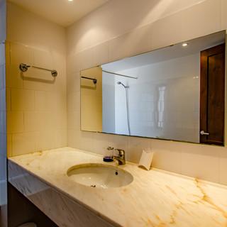 bath sink.jpg