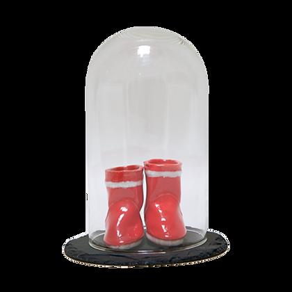 Petites bottes rouges sous cloche