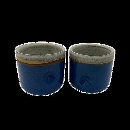 Deux gobelets bleus
