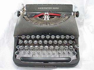 typewriter-686927_1280.jpg