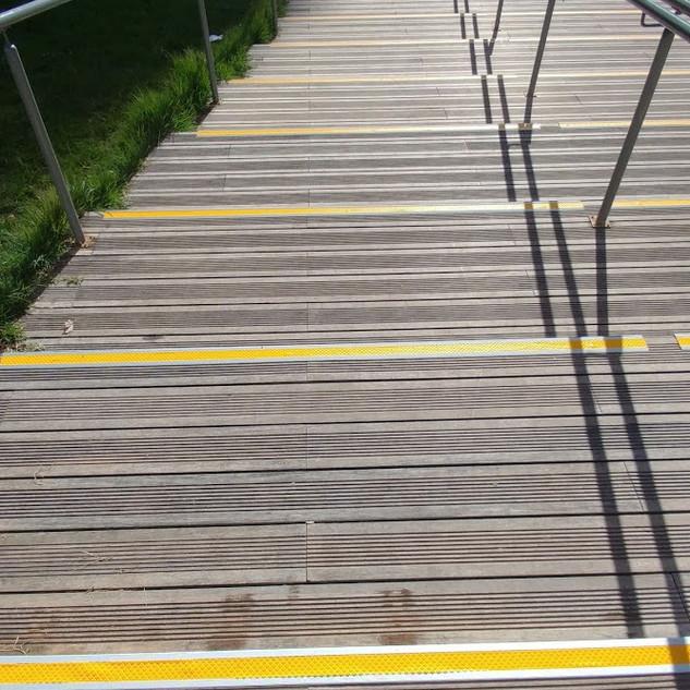 פרופיל במילוי צהוב . פרויקט תדהר. פארק אפק ראש העין