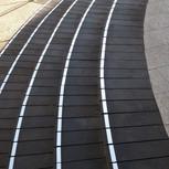 פס אלומיניום בגוון טבעי לסימון והדגשת קצה המדרגה.
