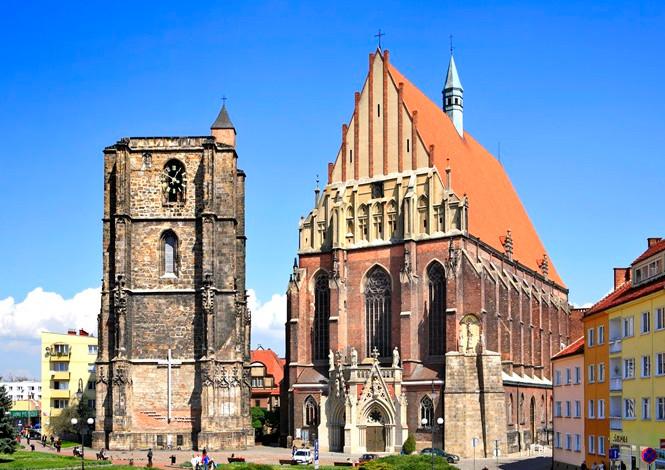 Kościół Sw.Jakuba i wieża dzwonnicza