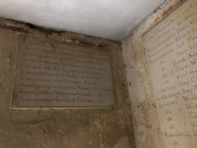 Tafel mit den Stifter der Kirche