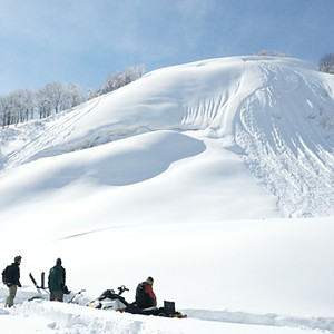 maki snowmobile tour