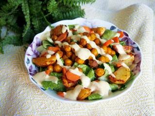 Currykikhernesalaatti mandariini-cashewkastikkeella