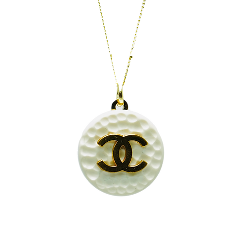 WHITE & GOLD CLASSIC WITH RIDGES CHANEL BUTTON VINTAGE NECKLACE
