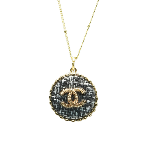 TRADITIONAL VINTAGE CHANEL BUTTON NECKLACE