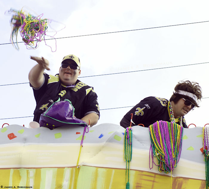 058309-RGB-w-©-Bennett-and-Barton-Folse-Krewe-of-Chronos-passes-Goode-Street-eastbound-Thibodaux-Lou