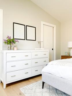 light-neutral-bedroom-design