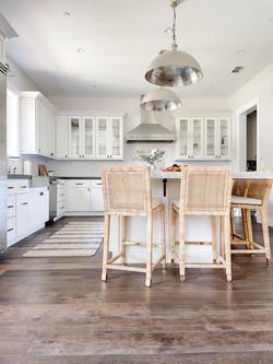 white-eat-in-kitchen