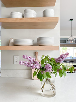 open-kitchen-shelf-styling