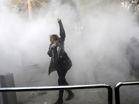 Iranian Academics Call for Suspension of Student Protest Cases