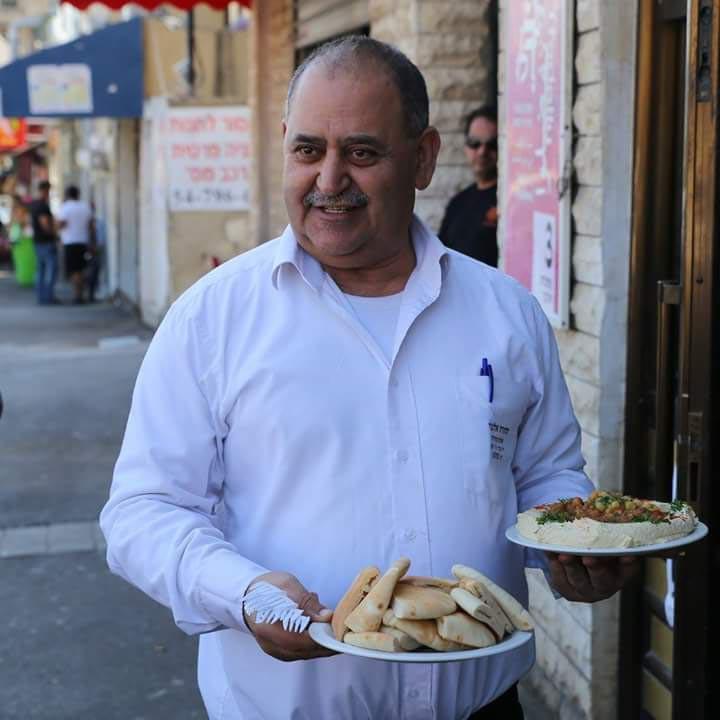 מסעדת אלנבי היא מוסד של אוכל ערבי קלסי עם לקוחות קבועים של 40-50 שנהה