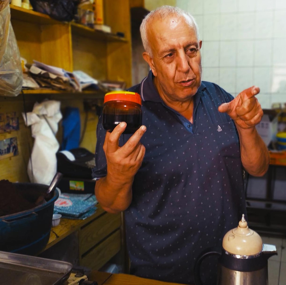 קפה חיפה הוא ציר מרכזי בכל סיור אוכל בחיפה