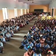 Schoolkinderen van 'onze' school in Alanchy