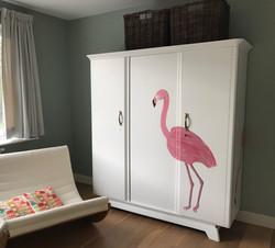 Flamingo op drie deurs linnenkast!