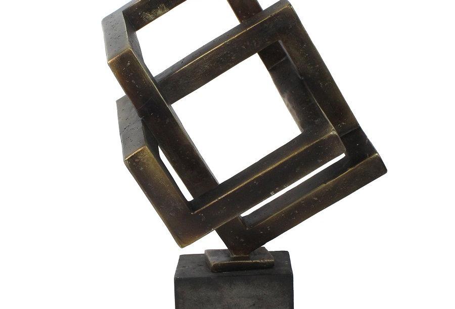 Sculpture géométrique en résine