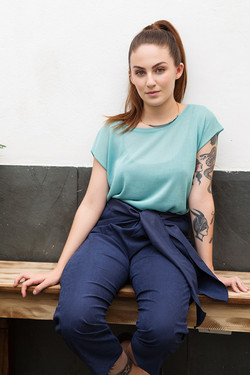 t-shirt_tricô_rayon_azul_e_calça_de_elás