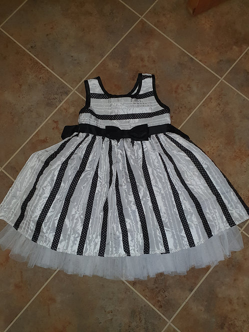 Age 3 years black / white dress