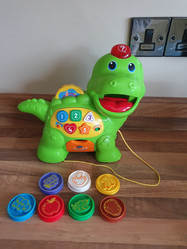 Feed me dino with 7 coins