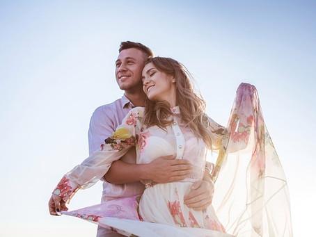 Des vacances d'été chaleureuses en couple avec un massage réciproque