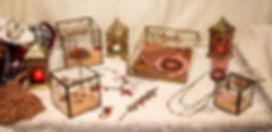 Collection de bijoux artisanaux fabriqués en France un dé au sahara, avec des perles de verre anciennes , perles de troc, perles de Bohème, perles de Murano, perles vintage. Collection boheme chic, tribal chic, de style oriental fantasy, élégante, colorée, rouge, orange, kabyle, berbere, gypsy, collier, bracelet, manchette, boucles d'oreilles, broches, bagues, made in France, artisan, artisan d'art, fait main, bijoux artisanaux, perles de collection, sautoirs